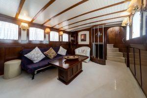 AMANDA classic motor yacht